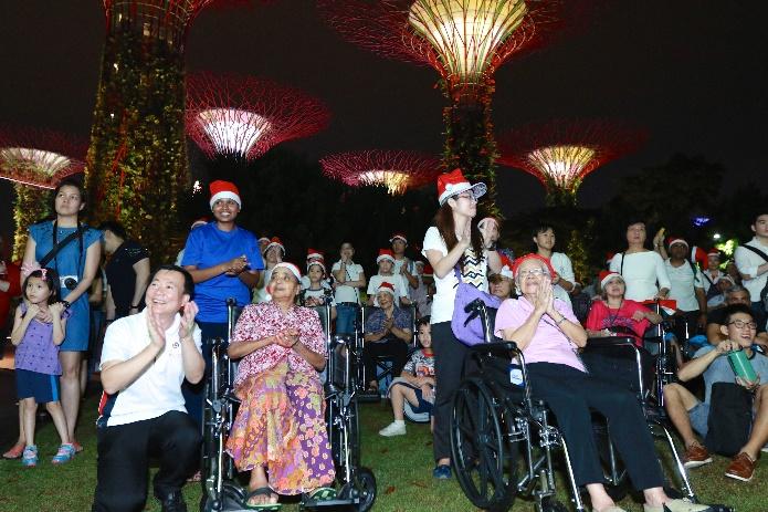 Residents & Volunteers enjoying the lightings on display
